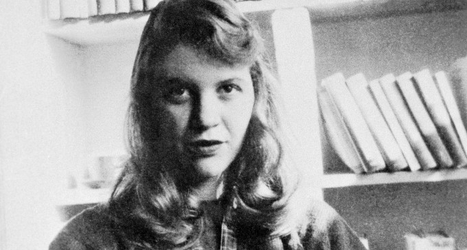 İntiharın Peşini Bırakmadığı Yazar: Sylvia Plath