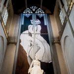 Kilise Mihrabında Marilyn Monroe