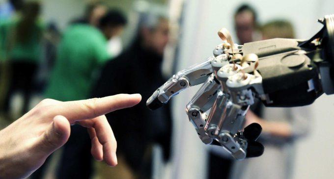 ANNECİĞİM, ROBOTLAR GELİYOR !